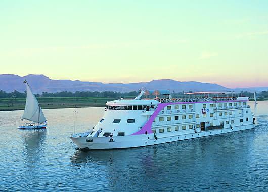 نهر النيل boat.jpg